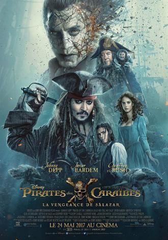 Affiche de Pirates des Caraïbes - La Vengeance de Salazar réalisé par Joachim Rønning et Espen Sandberg sur laquelle on découvre tous les personnages sur un montage, avec au centre Jack Sparrow.