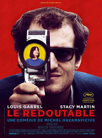 Affiche de Le Redoutable de Michel Hazanavicius sur laquelle Louis Garrel pose de face et regarde à l'intérieur de l'objectif d'une caméra, où l'on distingue le visage de Stacy Martin.