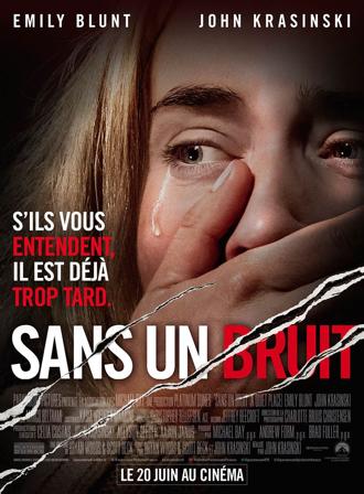 Affiche de Sans un Bruit de John Krasinski sur laquelle Emily Blunt se tient la bouche pour s'empêcher de faire du bruit. Elle est terrorisée et une larme coule sur son visage.