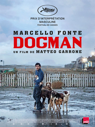 Affiche de Dogman de Matteo Garrone sur laquelle le héros interprété par Marcello Fonte promène plusieurs chiens dans sa banlieue.