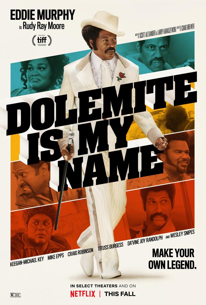 """Affiche de """"Dolemite Is My Name"""", sur laquelle Eddie Murphy apparaît au premier blanc dans le costume blanc du célèbre Dolemite. Au second plan, on découvre un montage révélant tous les personnages secondaires."""