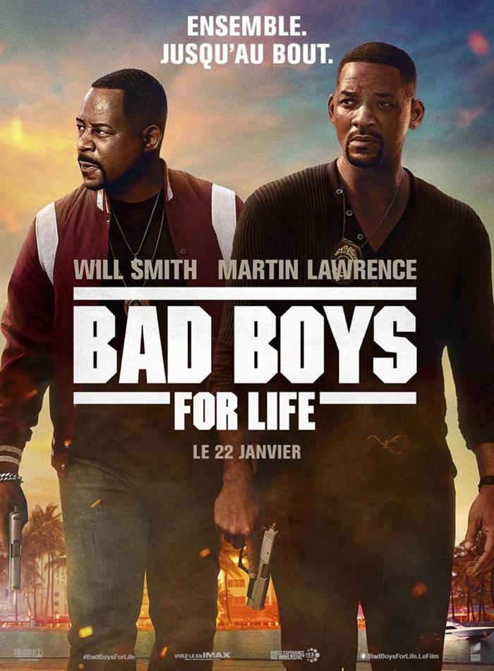 Affiche de Bad Boys For Life, sur laquelle Martin Lawrence et Will Smith avancent avec l'air énervé, alors que la ville derrière eux est en feu.