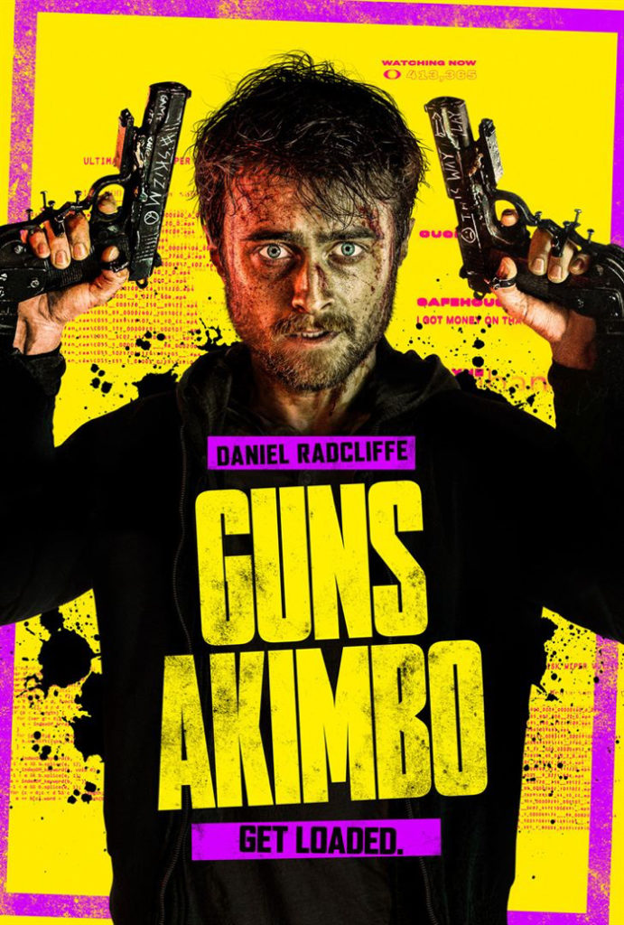 """Affiche de """"Guns Akimbo"""", sur laquelle Daniel Radcliffe affiche un air halluciné alors qu'il a une arme cloué à chaque main, qu'il lève en l'air. Le fond de l'affiche est jaune, comme le titre."""